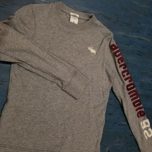 abercrombie kids long sleeve embroidered tee S